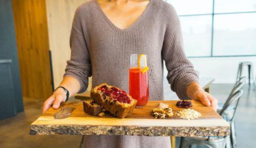 兰德尔主厨分享了他的蔓越莓姜燕麦烘培食谱,以迎接节日的气氛.